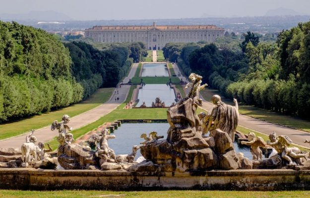 """In the Park of the Royal Palace of Caserta, the """"Vineyard of the King"""" which once belonged to the Bourbons, comes back to life"""