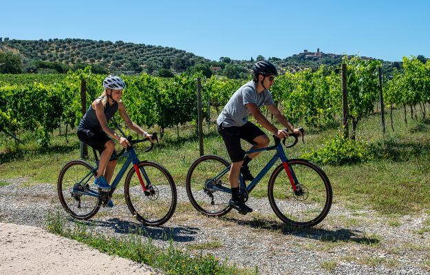 """Eno and cycle tourism: among the rows of Morellino di Scansano in """"gravel bike"""""""